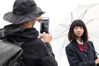 iPhonegrapherとして知られる三井カメラマンの協力のもと、カメラ機能に焦点を当てiPhone 8/8 Plusの実力を検証した(モデル 内海未希)