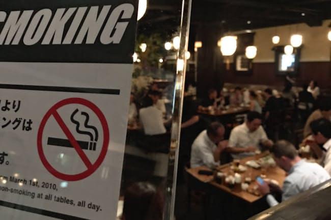 完全禁煙の居酒屋も増えている(東京都中央区)