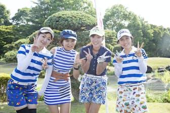 ドレスコードは「青」。コンペではファッションも競う(7月開催された「レジーナオープン」)