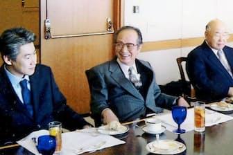 法人営業時代、三共の故・高藤鉄雄元社長(右)らと(左端が本人)