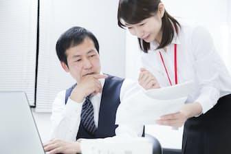 上司や同僚など、同じ職場内でも説得は欠かせない PIXTA