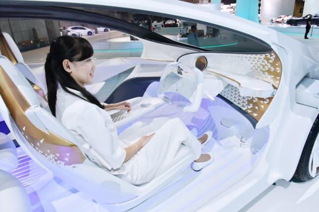 トヨタが目指す「コンセプト愛i」では、AIが運転手のストレスを把握して自動運転への切り替えを提案する(11月3日、東京都江東区の東京ビッグサイト)