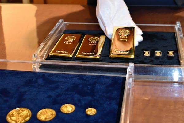 地金やコインも身近な投資先で人気が高い(TANAKA GINZA銀座本店)