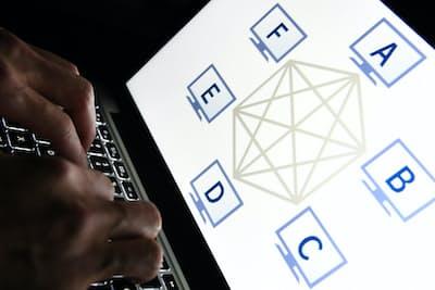 仮想通貨の取引は取引参加者全員が監視する技術「ブロックチェーン」に支えられている