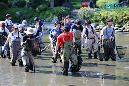 『緊急SOS!池の水ぜんぶ抜く大作戦』(テレビ東京) MCは田村淳と田中直樹。泥まみれで格闘する姿に見物客からは声援が送られるという
