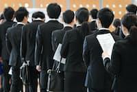 売り手市場と言われるが、さまざまな理由で内定が取れない学生もいる(写真は面接会場)