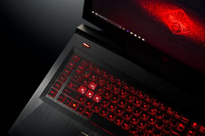 オンライン対戦ゲームを楽しむゲーミングPCの人気が高まっている。PCの性能が勝敗を分けることもあるので一般のPCより高価だ(写真は日本HPの「OMEN by HP 17」)