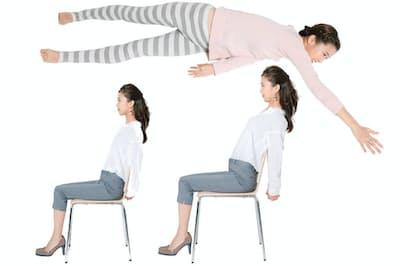 昼間座ったままできるストレッチで姿勢改善、夜寝たままできる寝返りトレで下腹ぺったんこに(写真:鈴木宏)