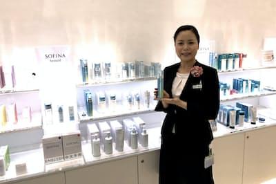 中部支社300人の美容部員から「ビューティパワーステーション」に選ばれたのは国松さんだけ