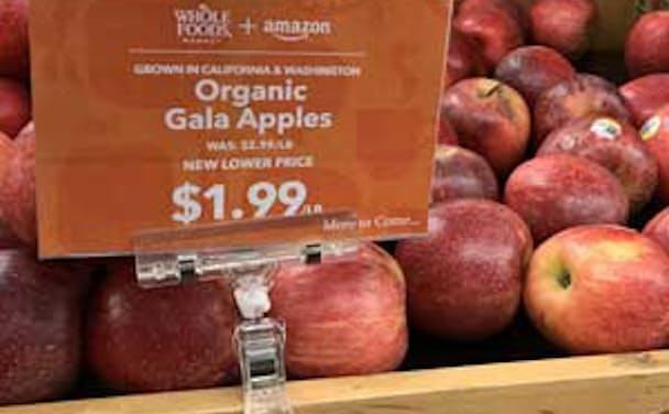 値札にはアマゾンのロゴも(米パロアルト市内のホールフーズ店舗)