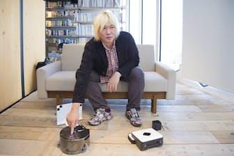 自宅で「ルンバ」を使っている津田大介氏が「Dyson 360 Eye」と「ブラーバ380j」を試用した