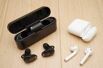 ソニーWF-1000X(左)とアップルAirPods(右)