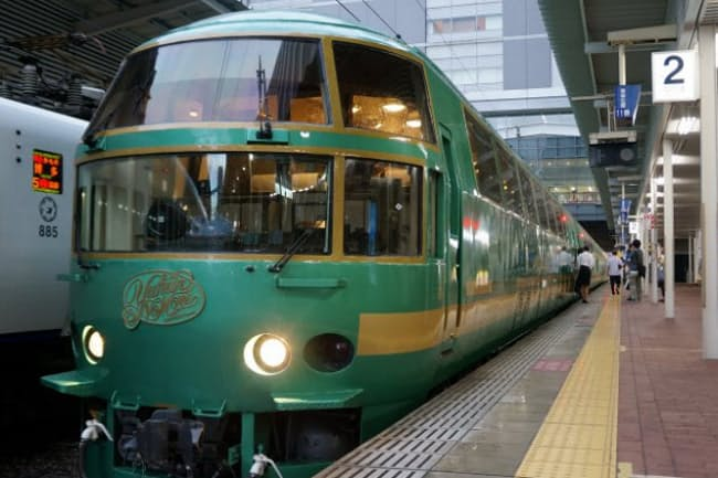 「ノロノロ特急」ゆふいんの森91号に使われるのは、1989年から活躍するキハ71系。JR九州の観光列車の元祖だ