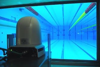 あらゆる角度から選手の泳ぐ姿を撮影する(写真は水中カメラ)