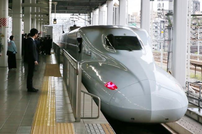 全線復旧し、JR博多駅を出発する鹿児島中央行きの九州新幹線(4月27日午後)
