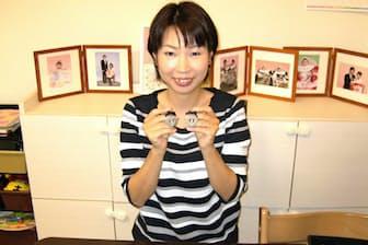 「忙しいけど楽しい」 自宅でオリジナルのアクセサリーを作る溝上佳那子さん(神戸市)