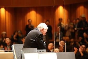 楽員退出後、何度も一人で呼び出された(2017年10月28日、札幌コンサートホール=提供・札幌交響楽団)