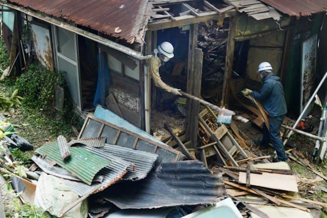 空き家対策特措法に基づき取り壊される木造住宅(神奈川県横須賀市)