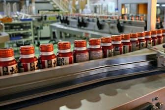 「燗酒ボトル缶」の製造ライン(兵庫県西宮市の本社工場)
