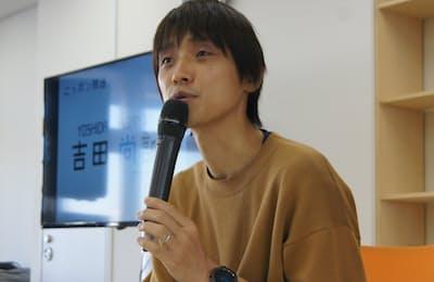 11月6日、代々木アニメーション学院東京校で「声優になるためには」をテーマに講演する吉田尚記氏。ニッポン放送アナウンサー。サブカル知識を武器にアニメやゲームなどのイベントに司会として登場している。