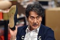 宮沢が営む「こはぜ屋」は社員わずか20数名の小さな会社。「家族のような関わりの中で起きる出来事も挿入できたら」と伊與田氏。日曜21時、TBS系。最終回は12月24日。