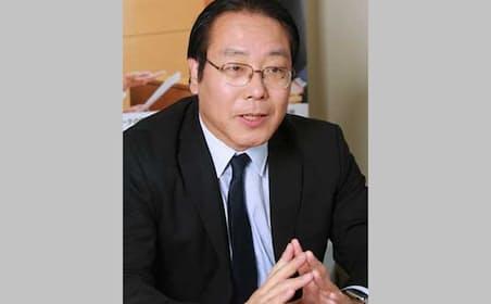 佐々木隆仁(ささき・たかまさ)氏。1964年5月20日生まれ。1989年早稲田大学理工学部卒業後、大手コンピュータメーカに入社。OS開発に従事し、1995年に独立、AOSテクノロジーズ株式会社代表取締役。2012年にAOSリーガルテック株式会社を設立、代表取締役に就任。主な著書「リーガルテック」(アスコム)、「デジタルデータは消えない」(幻冬舎)。