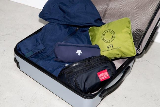 コンパクトにたためるので、カバンに入れて持ち運べることから人気になっているパッカブルアイテム。特に出番の多いバッグとウエアの注目作を紹介