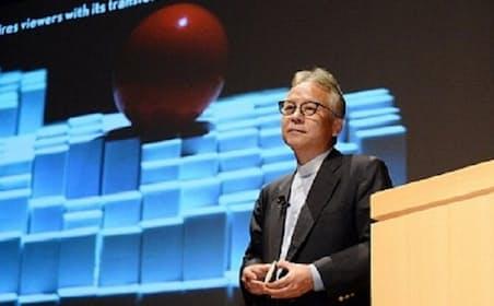 石井副所長の背後のスクリーンに映されているのはミラノ・サローネに展示された「トランスフォーム」