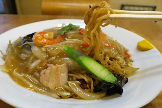五十番菜館の五目ヤキソバ(あんかけ)は野菜の甘みが味を引き立てる