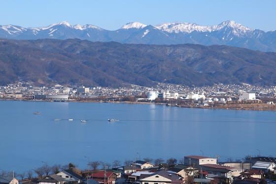 長野県の諏訪湖周辺はかつて「東洋のスイス」と呼ばれた=PIXTA