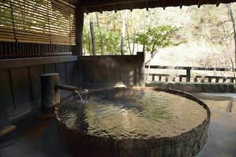 黒川温泉・旅館山河の貸し切り温泉「六尺桶風呂」。宿泊客は無料で入れる