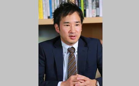 宮本拓也(みやもと・たくや)氏。1977年生まれ。2000年に筑波大学第三学群社会工学類卒業後、NTTデータに入社。ソフトウェア開発、グローバルビジネス推進に従事した後、現在は第四金融事業本部企画部事業開拓推進室でソリューションの新規企画および営業を担当。