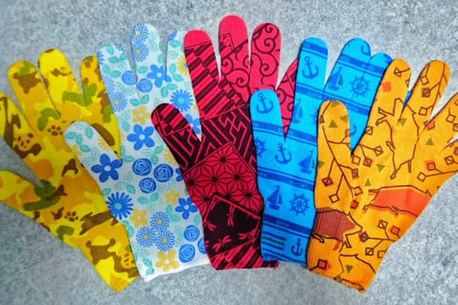 信州大学繊維学部の学生らのデザインによる「軍手ィ」