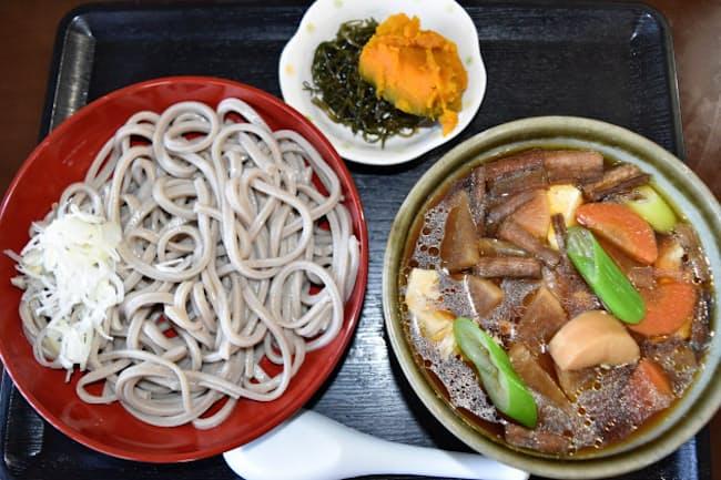 登喜和家(茨城県常陸太田市)は太麺のそばを出す