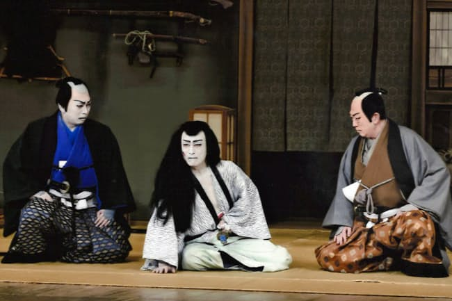 11月歌舞伎座公演で「仮名手本忠臣蔵」の勘平を演じる仁左衛門(中央)ら(C)松竹