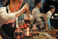 全国のスターバックスから選抜されたバリスタが1杯ずつ提供するリザーブ バー(東京都港区の東京ミッドタウン店)