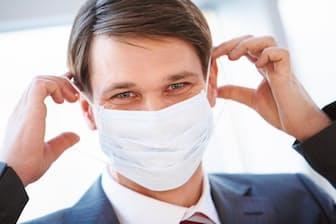 ノロウイルス感染予防に、マスクや手洗いは意味がないというウワサも聞くが本当はどうなのだろうか?(c)Dmitriy Shironosov-123rf
