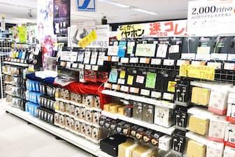 カンダエイトビル4階にあるe☆イヤホン秋葉原店。入り口手間のイヤホンコーナーには5000円前後のモデルが多数並んでいる