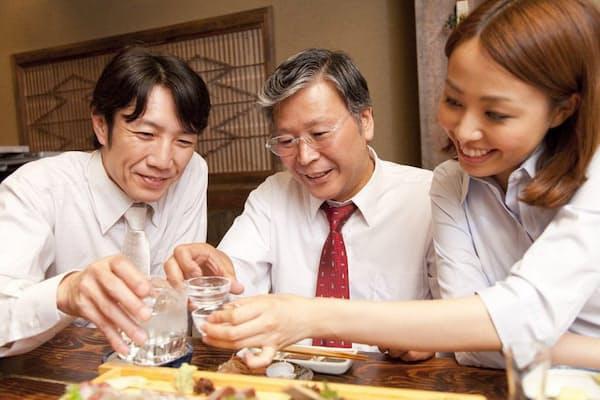 忘年会・新年会でお酒を飲む機会が増えるこの時期、つまみで悪酔いを防ごう(c)PaylessImages-123rf