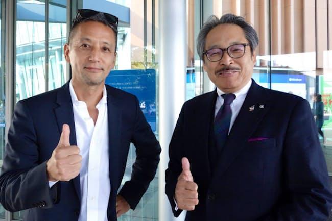 マツダの藤原清志専務(右)と小沢コージ氏