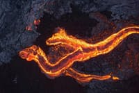 米国ハワイ島、キラウエア火山から流れる溶岩流。ドローンを使って撮影した。(PHOTOGRAPH BY EREZ MAROM)