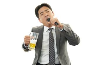 飲酒後のカラオケは楽しいが、実は想像以上に喉に負担をかけているのだ(c)Shojiro Ishihara-123rf