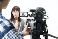 テレビ番組の制作スタッフは人手不足が続いているという =PIXTA