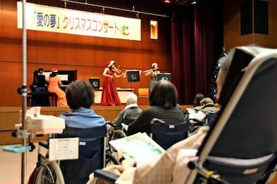 国立病院機構大阪医療センターでは定期的に演奏会が開かれる(2017年12月、大阪市)