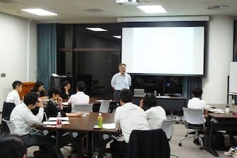昭和女子大学で開催された「労働法制の変化と『働き方』研究会」の様子