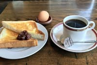 喫茶ナポリのモーニングは、トーストを小倉あんとともに楽しめる