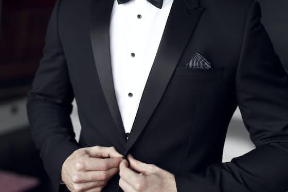 ピークドラペル(剣襟)は英国スタイル。威厳のある表情に