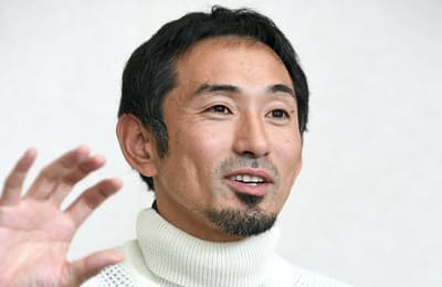 1978年広島県生まれ。男子400メートルハードルの日本記録保持者。スポーツベンチャーの支援やスポーツ関連事業を手掛けるプロジェクト組織、デポルターレ・パートナーズの代表を務める