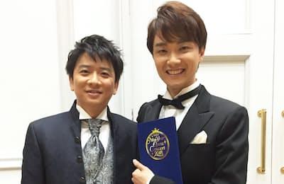 カウンターテナーとして国際的に活躍するオペラ歌手、藤木大地さん(左)とのツーショット