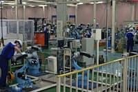 ロボット業界は好調が続いている(安川電機の北九州市の本社工場)